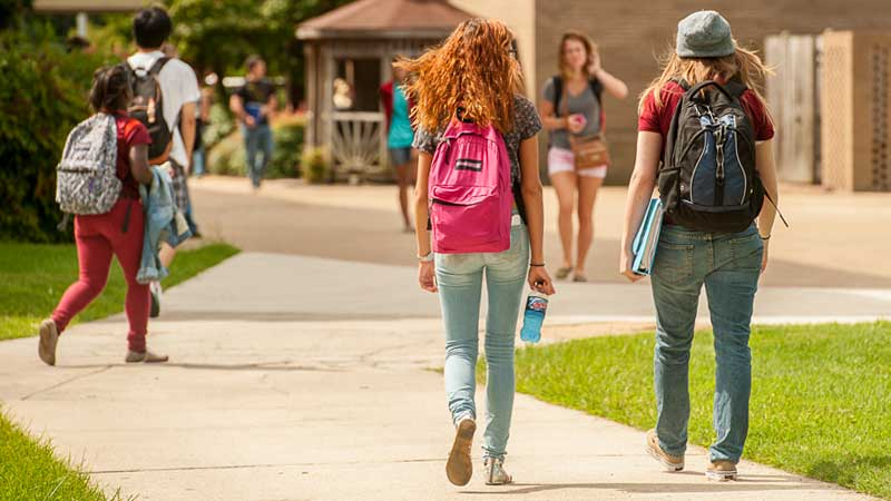 Photo of Thomas Nelson students walking across the Hampton campus
